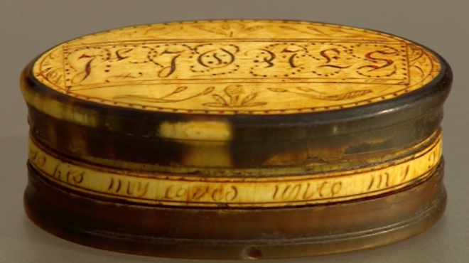 The engraving (in English) around the box side.  Image supplied by and copyright BBC Antiques Roadshow.